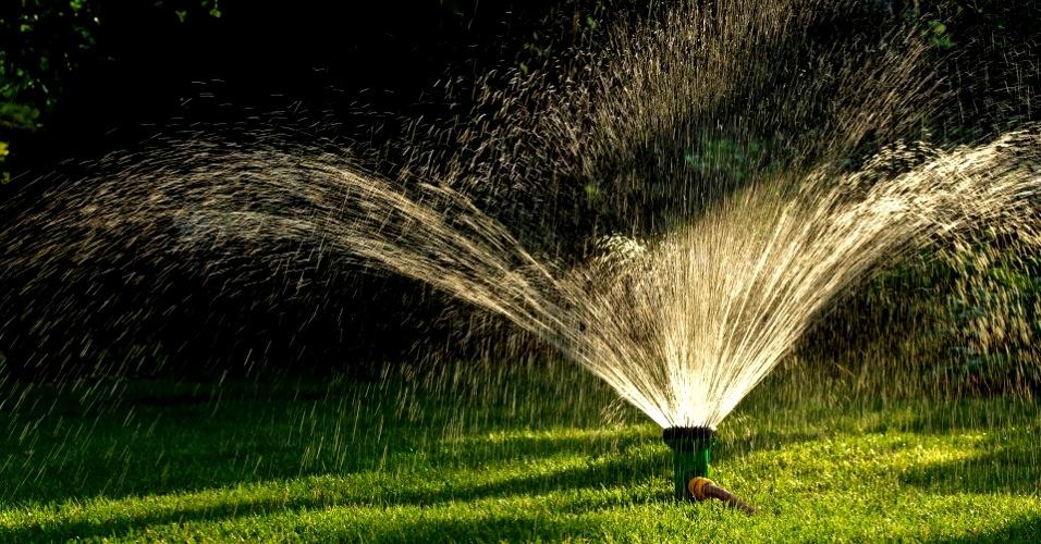 Como usar um timer de irrigação eletrônico em casa?