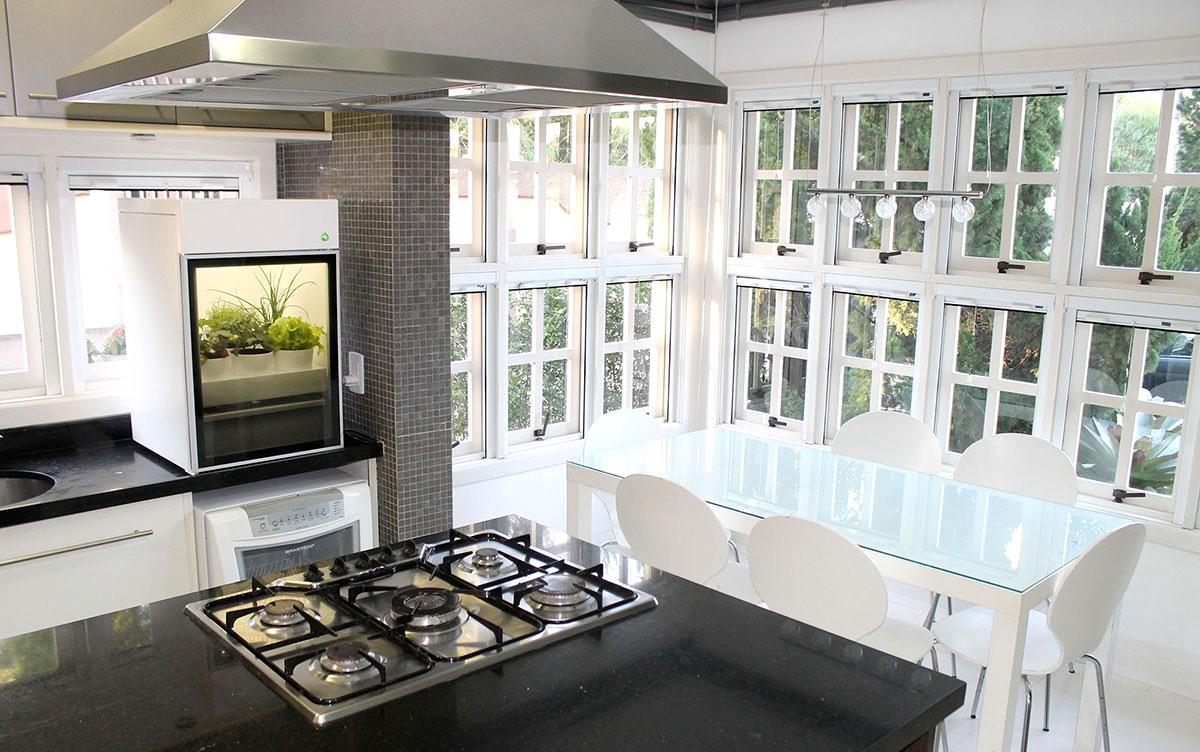Conheça o Plantário – Uma prática e moderna estufa doméstica para interiores